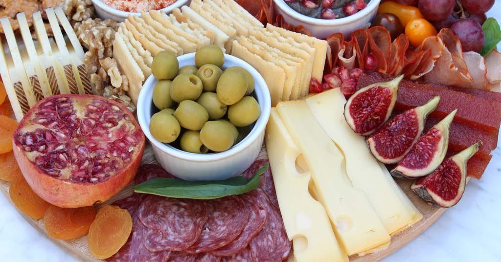 table-cheese-and-sausages-olives